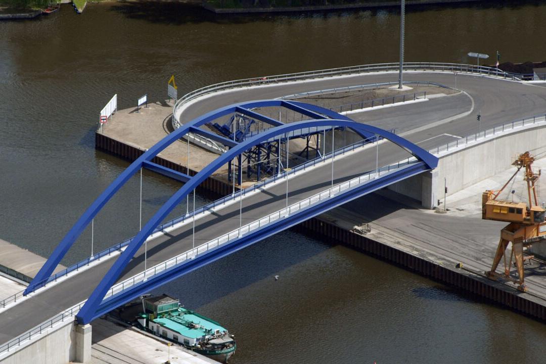 Die Brücke über den Nottekanal wurde innerhalb eines Jahres fertiggestellt.