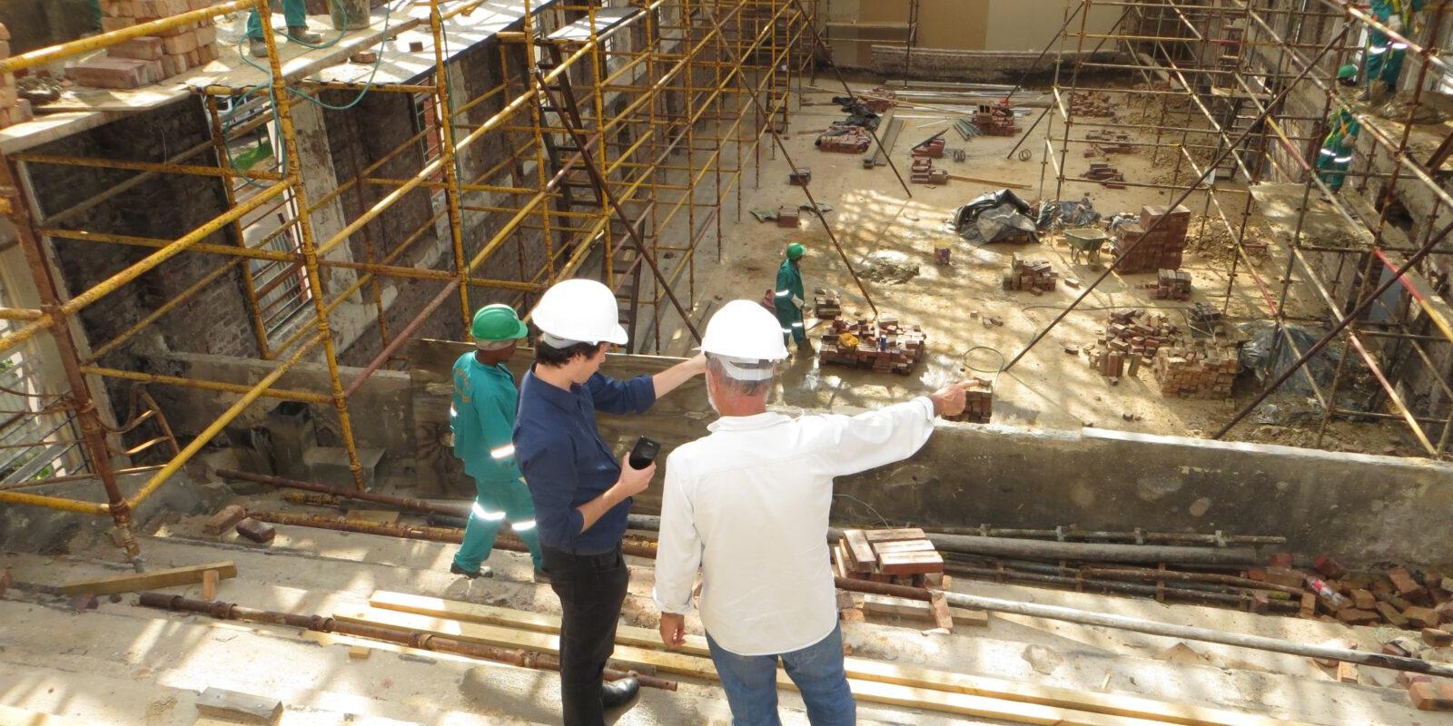 Ingenieure auf der Baustelle